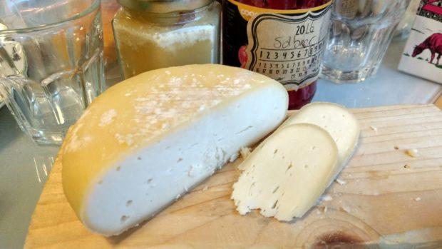 Ysting på kjøkkenet – gouda og brie