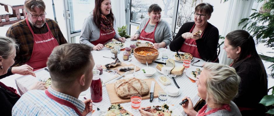 Lunsj i vinterhagen på Lizas Småbruk